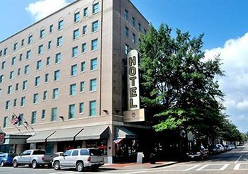 gov dinwiddie hotel & suites, an ascend collec