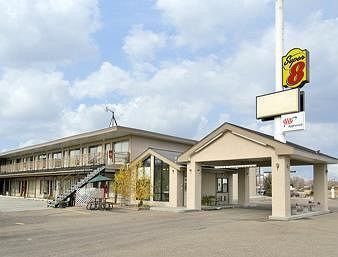super 8 motel wells