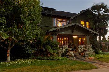 blackbird inn, a four sisters inn