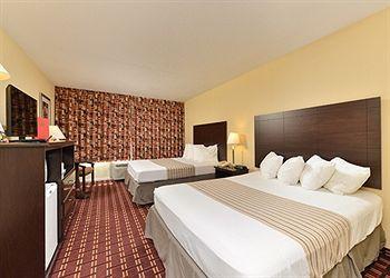 econo lodge inn & suites triadelphia - wheelin