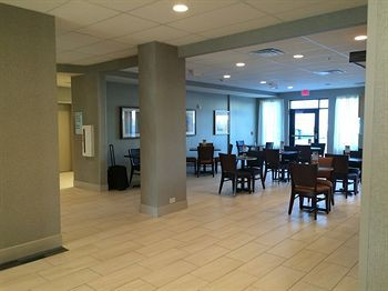 holiday inn express ralston - arena area