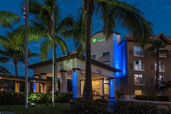 holiday inn express hotel & suites naples down