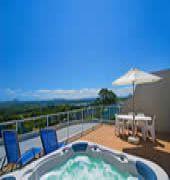 noosa hill resort.