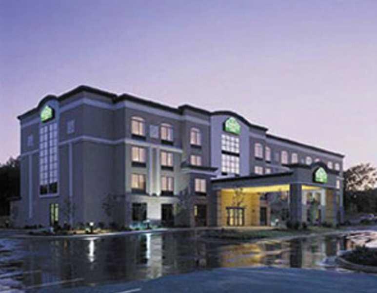 fairfield inn & suites by marriott atlanta arp